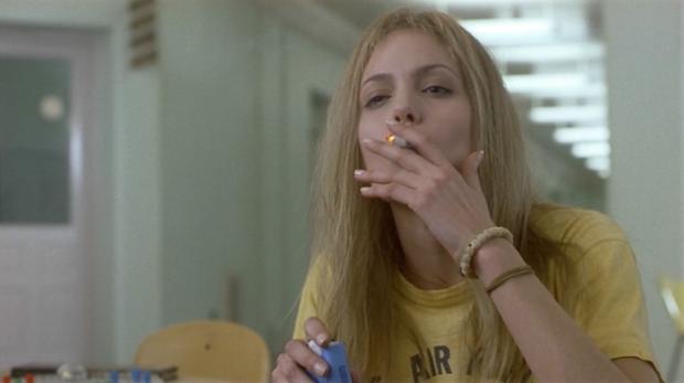 girl_interrupted_angelina_jolie_smoking1